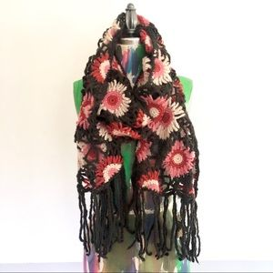 🌺 Lucky Brand NWT Crochet Fringe Floral Scarf